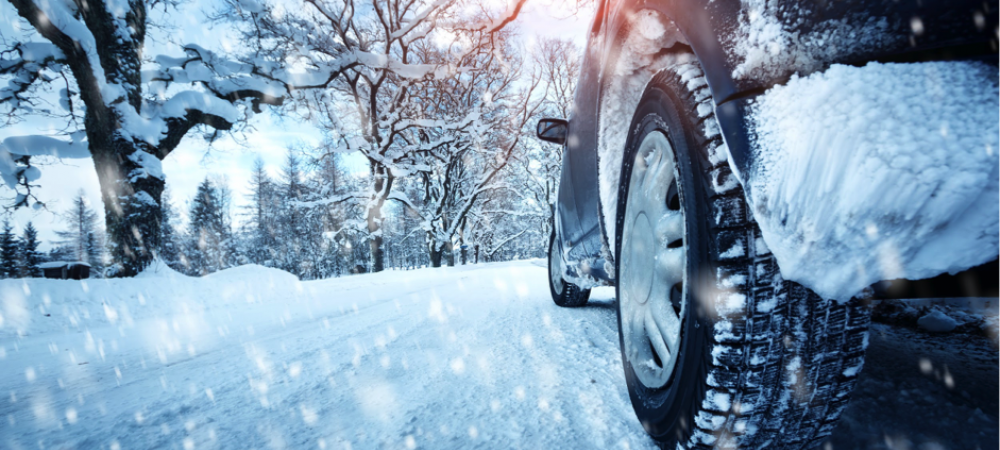 Met de auto op wintersport? Hier moet je rekening mee houden