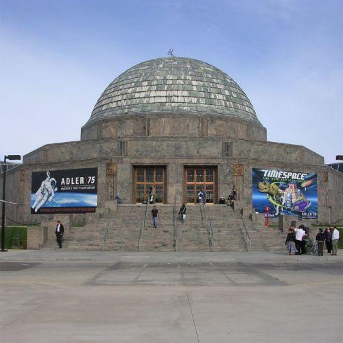 Voor het Adler Planetarium