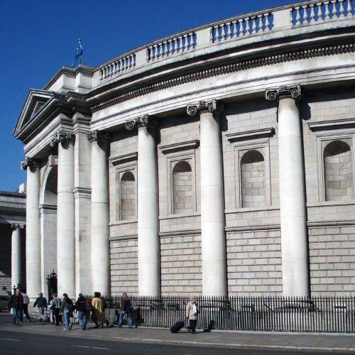 Zijaanzicht van de Bank of Ireland