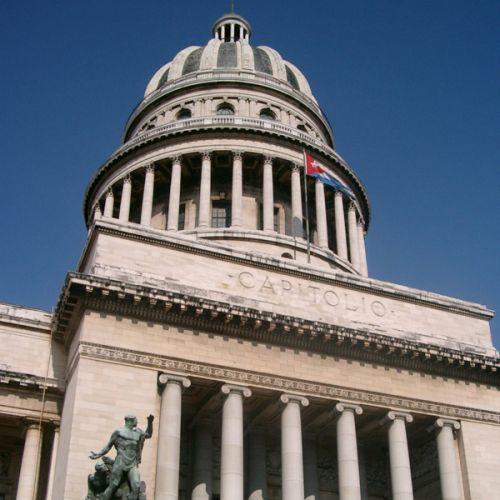 Onder aan El Capitolio Nacional