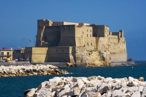 Totaalbeeld van het Castel dell'Ovo