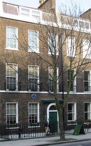 Voorkant van het Dickens House
