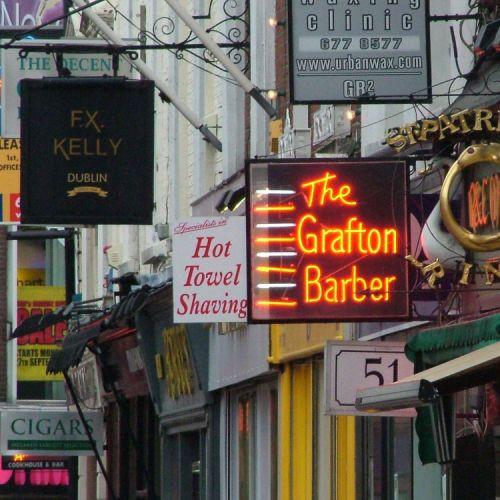 Reclameborden in Grafton Street