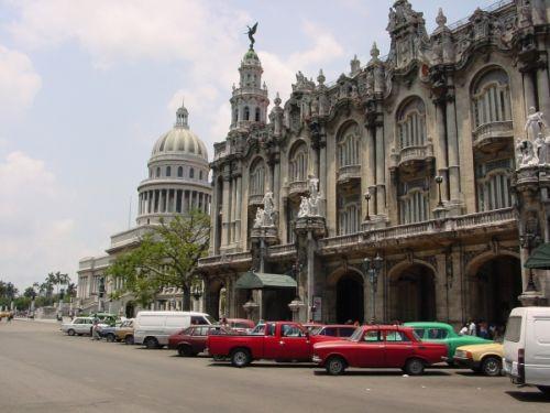 Zijaanzicht op het Gran Teatro de la Habana