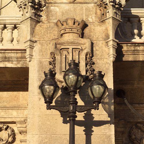 Lantaarnpaal in Habana Vieja
