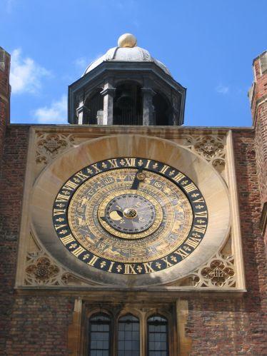 Klok op het Hampton Court Palace
