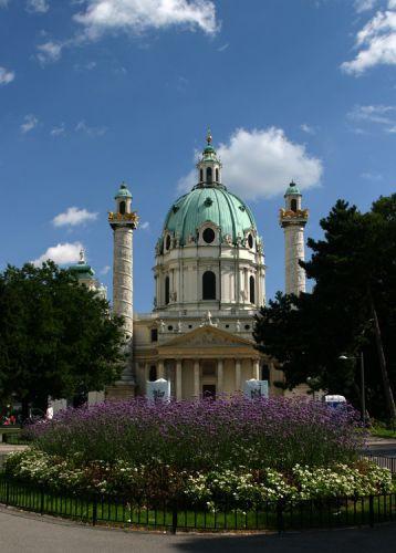 Tuin voor de Karlskirche