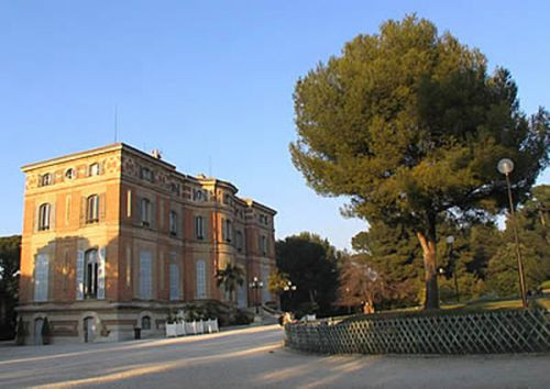 Zijaanzicht van het Château Pastré