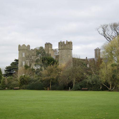 Zicht op Malahide Castle