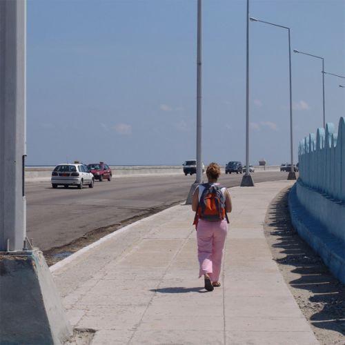 Wandelaar op de Malecón