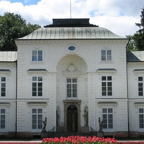 Deuren van een museum in Warschau