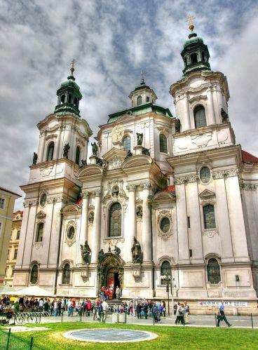 Voorgevel van de Sint-Nicolaaskerk