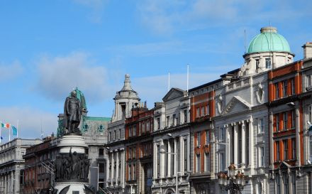 Een rij gebouwen aan O'Connell Street