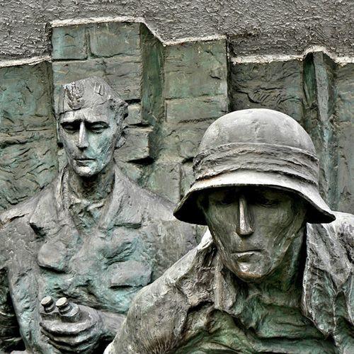 Beelden van het Opstand van Warschau-monument
