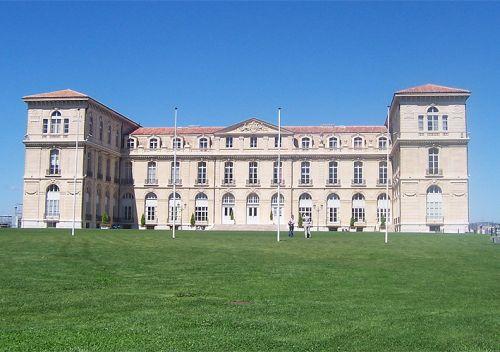 Totaalbeeld van het Palais du Pharo