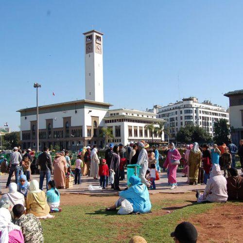 Mensen op de Place Mohammed V