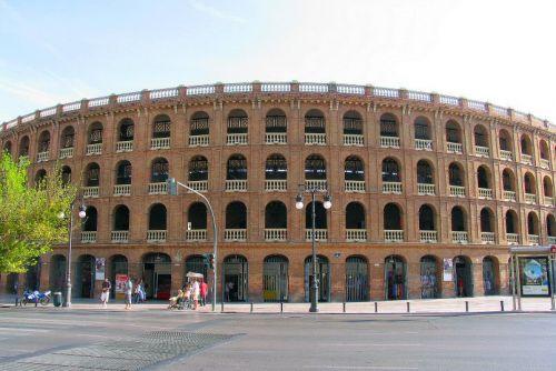 Aan de Plaza de Toros