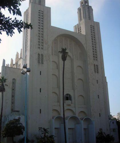 Vooraanzicht van de Cathédrale Sacré-Coeur