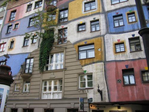 Gevel van het Hundertwasserhaus