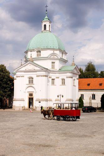 Koets voor de Sint-Kasimirkerk
