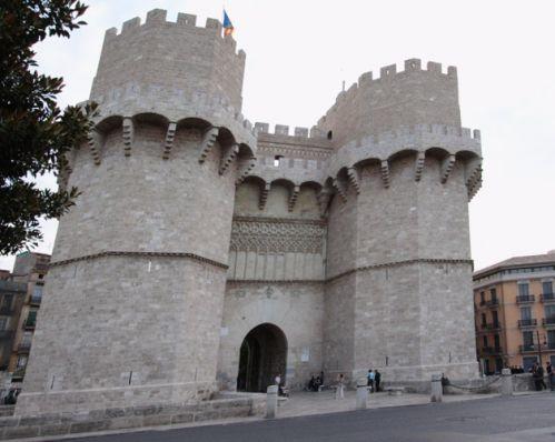Aan de Torres de Serranos