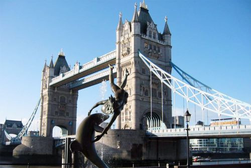Zicht op de Tower Bridge