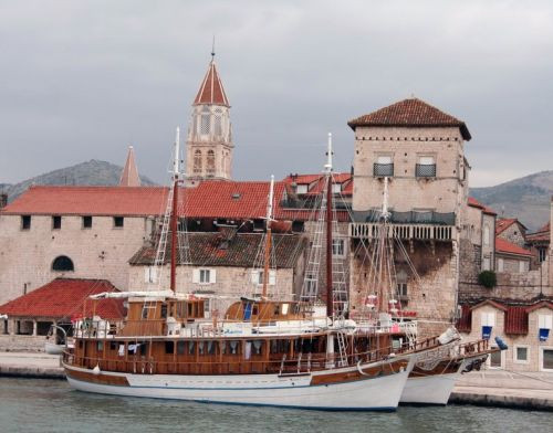 Zeilschepen in Trogir