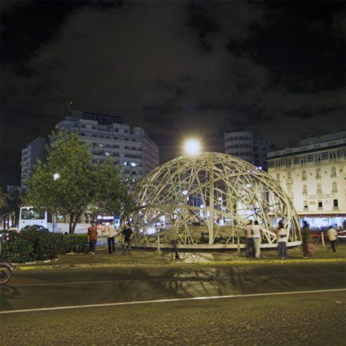 Nachtbeeld van het Plein van de Verenigde Naties