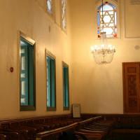 Binnen in de Ahrida Synagoge