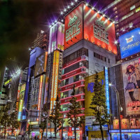 Nachtbeeld in Akihabara