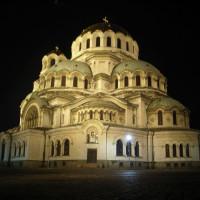 Nachtbeeld van de Alexander Nevski-kathedraal