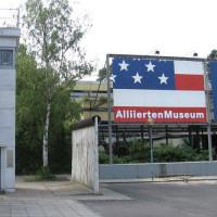Ingang van het Alliierten Museum