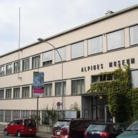Vooraanzicht van het Zwitsers Alpenmuseum