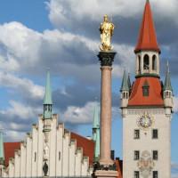 Zuil voor het Altes Rathaus