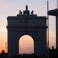 Schemering bij de Arco de la Victoria