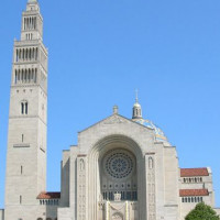 Voorkant van de Basilica of the National Shrine of the Immaculate Conception