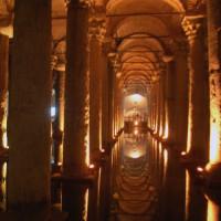 Binnen in de Basilica Cisterne