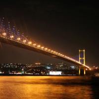 Nachtbeeld van de Bosporusbrug