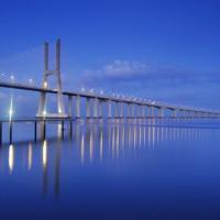 Schemering bij de Ponte Vasco da Gama