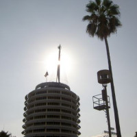Zon boven de Capitol Records Tower