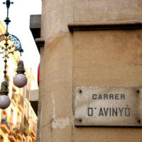 Naambord van de Carrer d'Avinyó