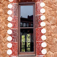 Raam van het Casa-Museu Gaudí