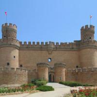 Voorkant van het Castillo de los Mendoza