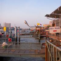 Kades aan de Chao Phraya rivier
