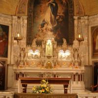 Binnen in de Chapelle Notre-Dame-de-Bonsecours