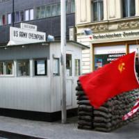 Sovjetsoldaat bij Checkpoint Charlie