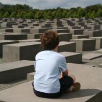 Persoon in het Holocaust Mahnmal