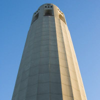 Onder aan de Coit Tower