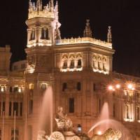 Nachtbeeld van het Palacio de Comunicaciones