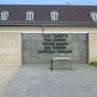 Gedenksteen aan het Concentratiekamp van Dachau